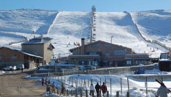 Detalle de la estación de esquí de La Covatilla