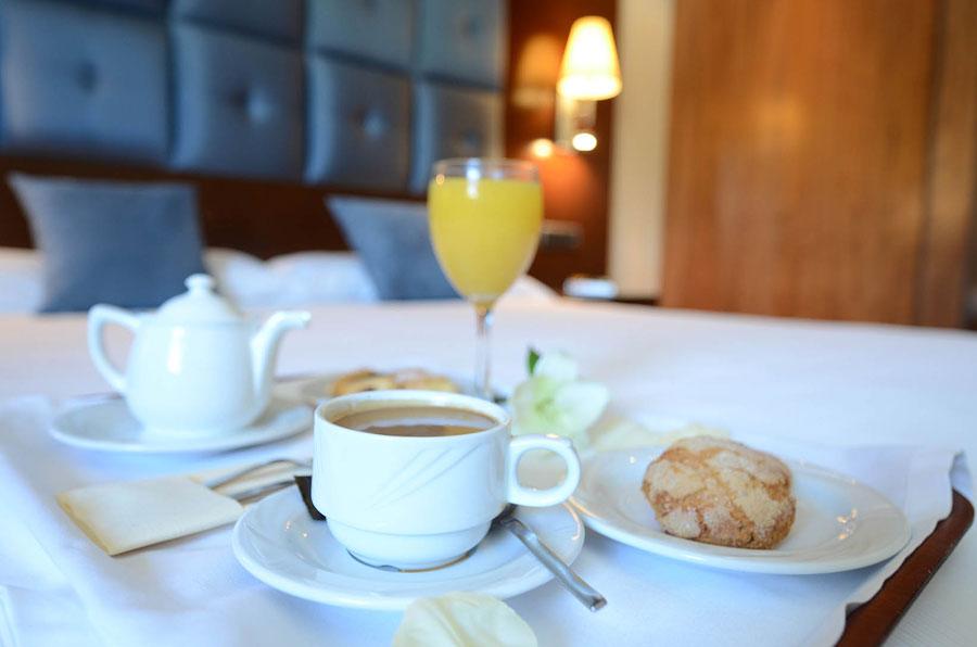 Doble desayuno cama