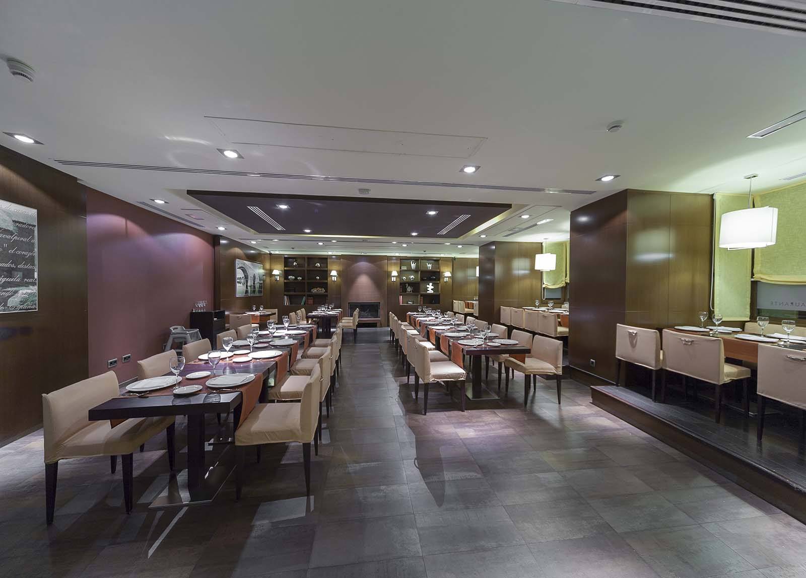 Restaurante Hotel Mirador de Gredos - Comedor noche - Vista amplia